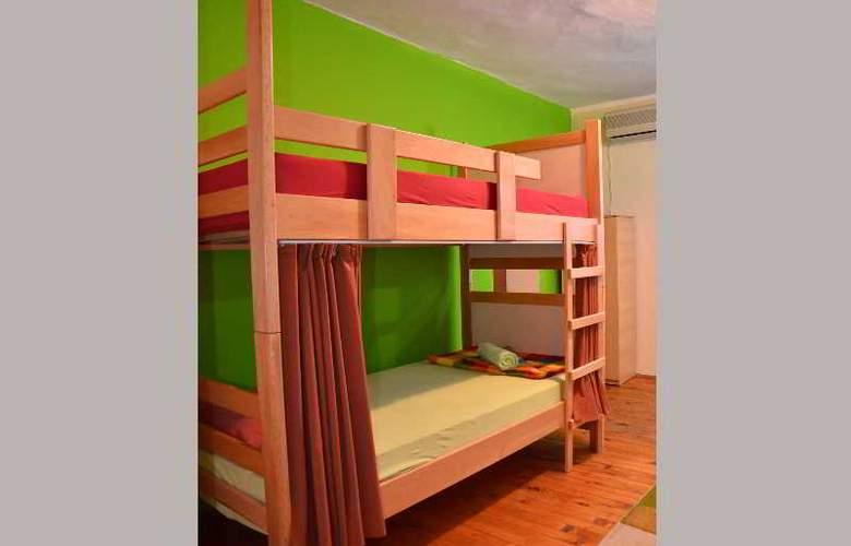 Kalonis Hostel - Room - 2