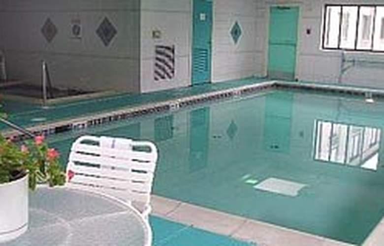 Comfort Inn Gettysburg - Pool - 4
