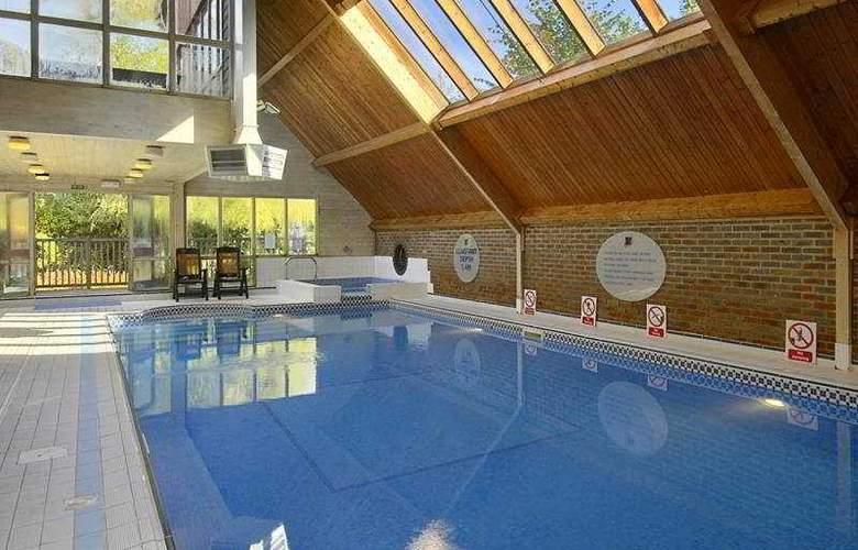 Copthorne London Gatwick - Pool - 5