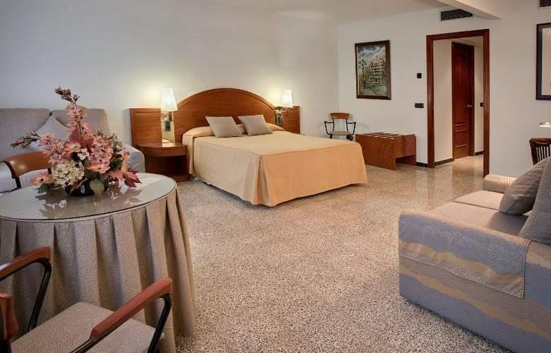 Gaudi - Room - 7