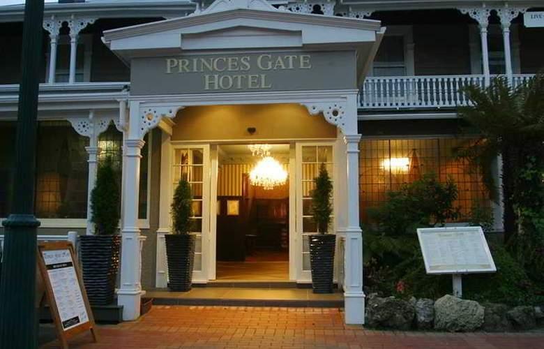 Princes Gate Hotel - Hotel - 0