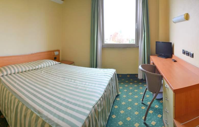 Embassy Park - Room - 1