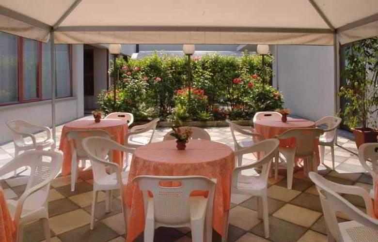 ALFA FIERA HOTEL - Terrace - 4