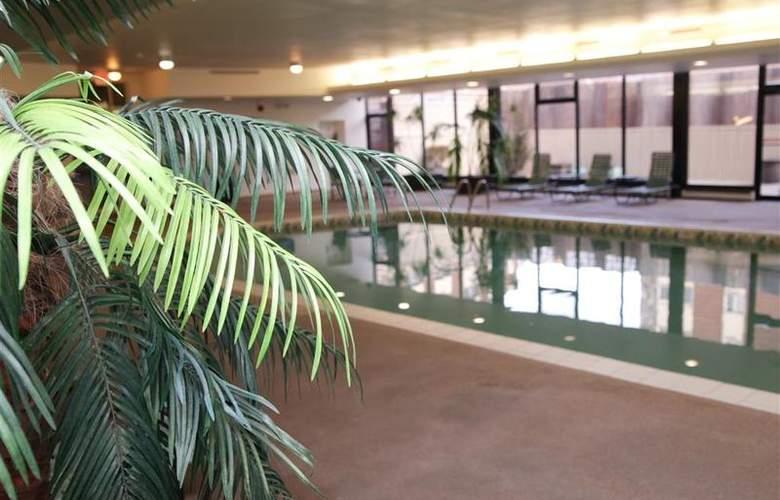 Best Western Woods View Inn - Pool - 89