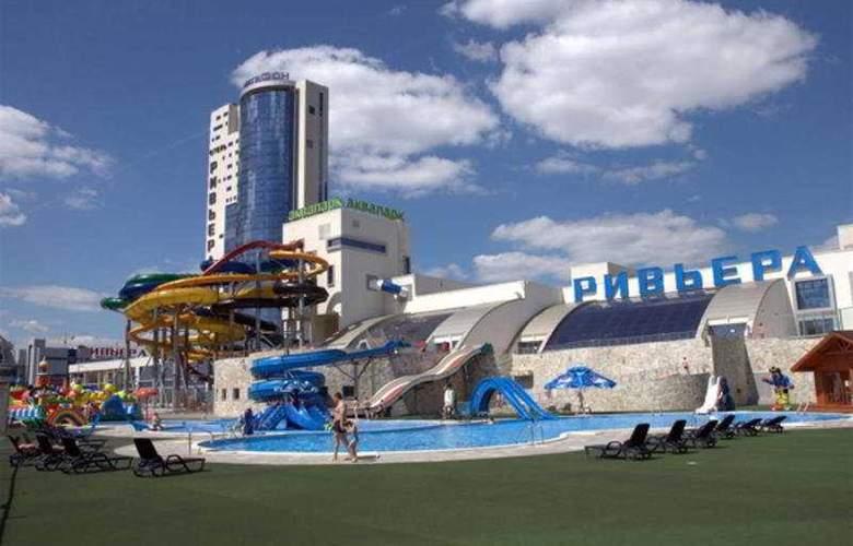 Riviera - Pool - 6