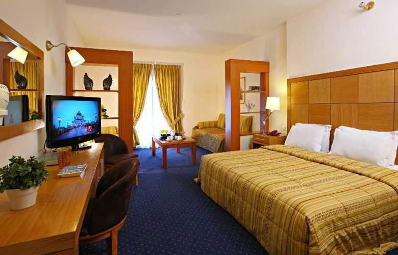 Golden Star Hotel - Room - 5