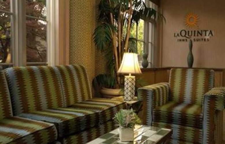 La Quinta Inn & Suites Dallas Arlington South - General - 2