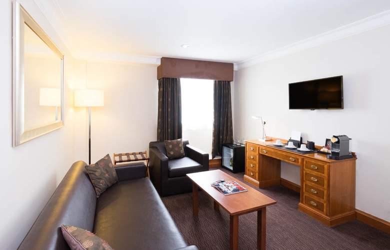 The Royal Angus - Room - 8
