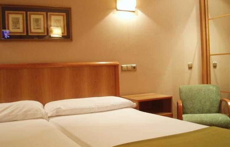 Carreño - Room - 3