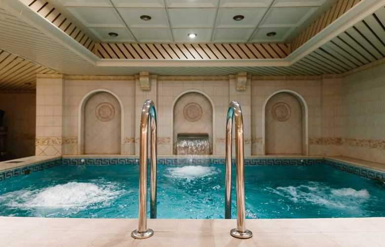 Grand Hotel Emerald - Pool - 3