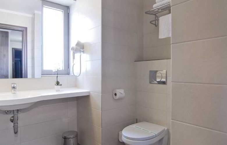 Ramada Cluj Hotel - Room - 23