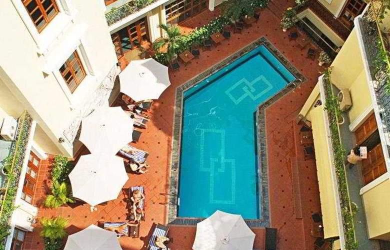 Majestic - Pool - 9