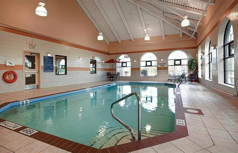 Best Western Plus Executive Inn Scarborough - Pool - 1