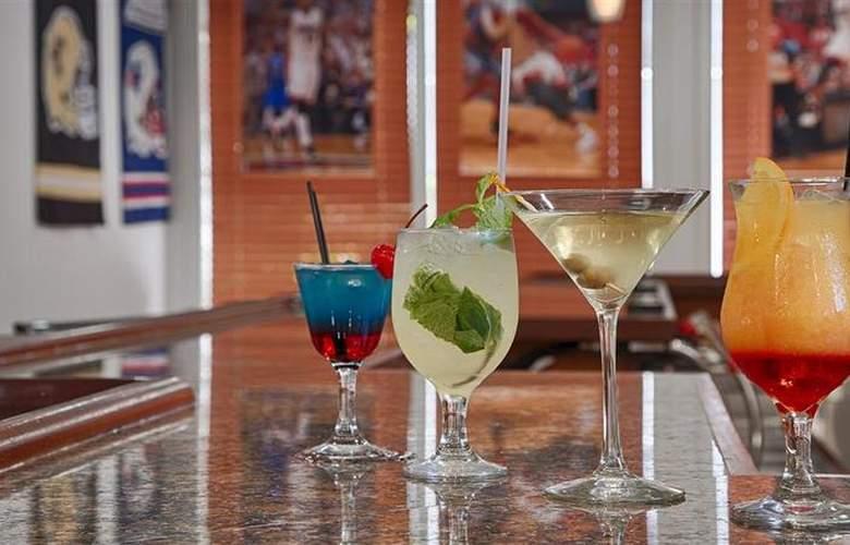 Best Western Plus Atlantic Beach Resort - Bar - 84