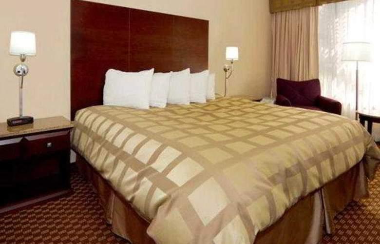 Quality Inn & Suites - Room - 8