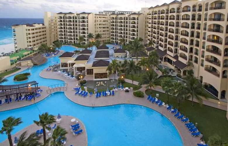 The Royal Caribbean - Pool - 2