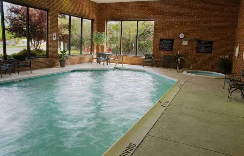 Hampton Inn Norfolk-Naval Base - Pool - 1