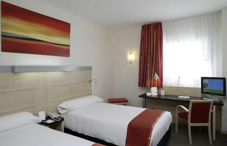 B&B Madrid Aeropuerto T1-T2-T3 - Room - 6