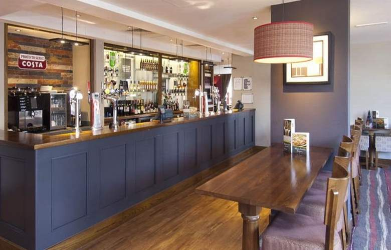 Premier Inn London Gatwick Airport North Terminal - Bar - 4