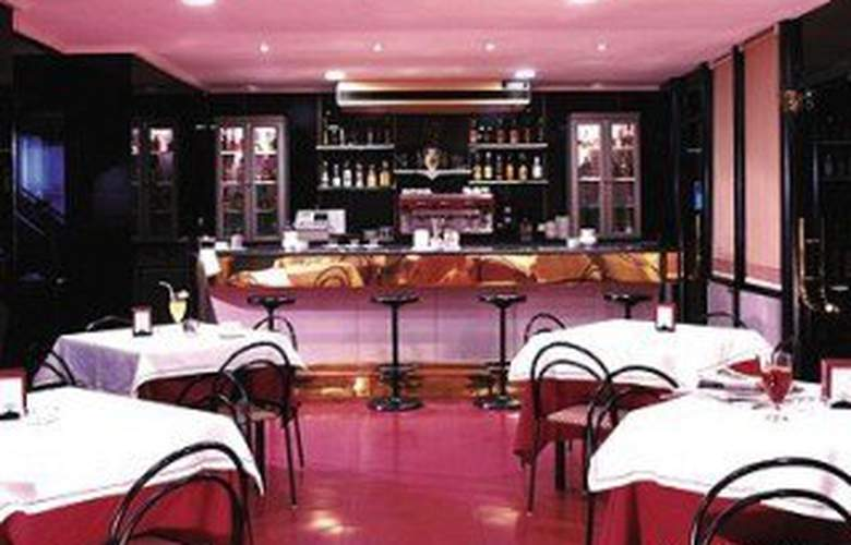 City House Torrelavega - Bar - 5