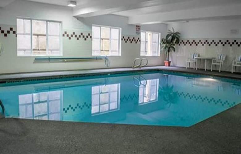 Quality Suites Southwest - Pool - 31