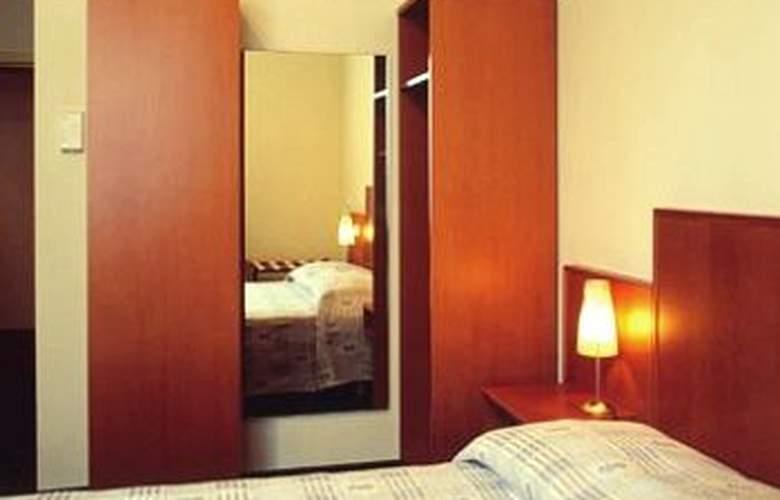 Belmont - Room - 17