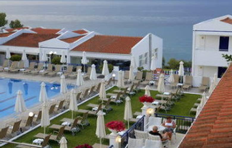 Louis Plagos Beach - Terrace - 7