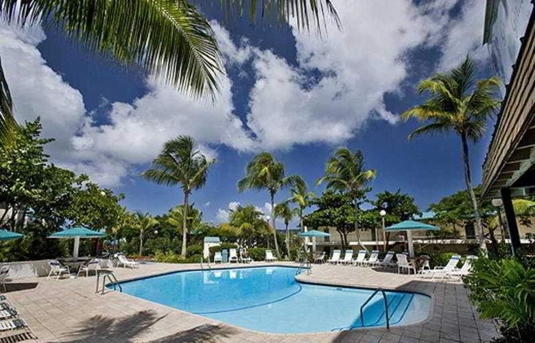 Sapphire Village Resort - Pool - 4