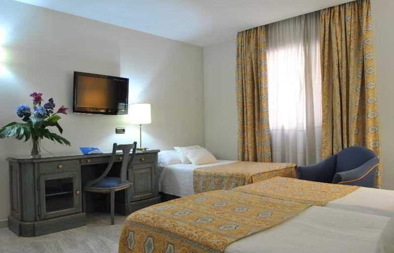 Corona de Granada - Room - 17