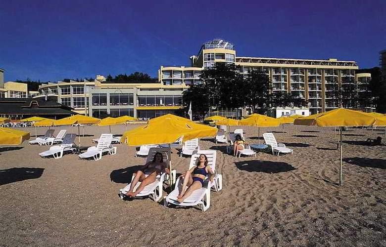 Estreya Park - Beach - 4