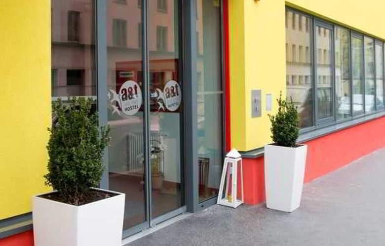a&t Holiday Hostel Wien - Hotel - 0