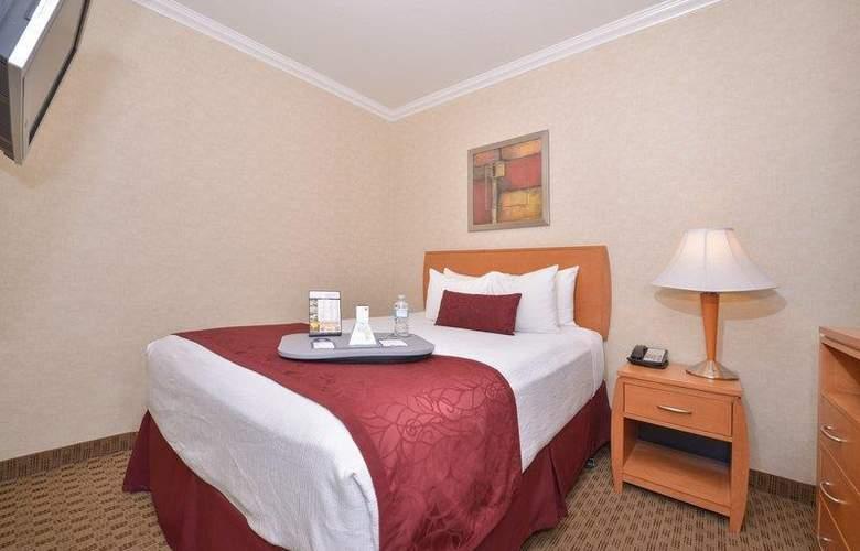 Best Western Plus Innsuites Phoenix Hotel & Suites - Room - 47