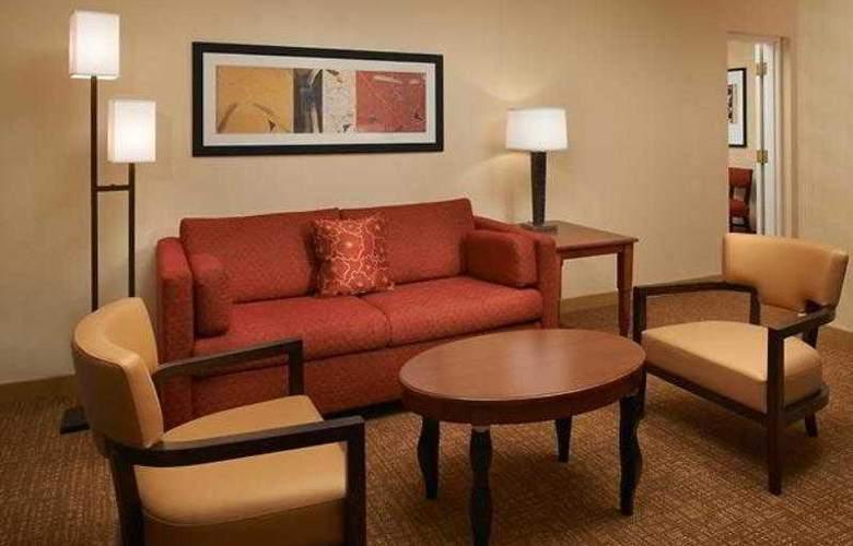 Courtyard Cincinnati Blue Ash - Hotel - 22