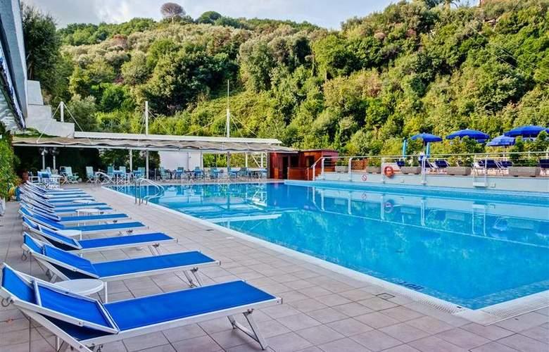 Best Western La Solara Sorrento - Pool - 32
