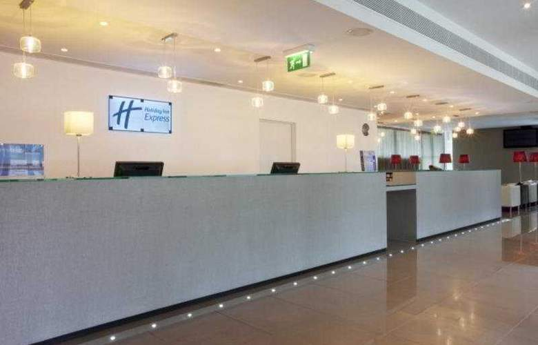 Holiday Inn Express Lisbon Airport - General - 1
