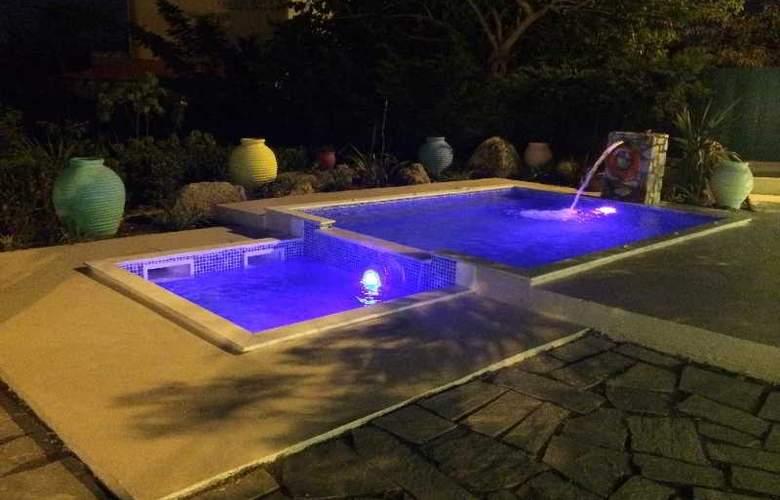 Stavris Studios - Pool - 3