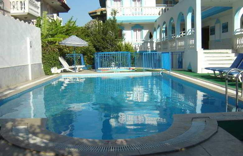 Blue Star Apartments - Pool - 7