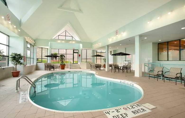 Ramada Hotel Niagara Falls - Pool - 5