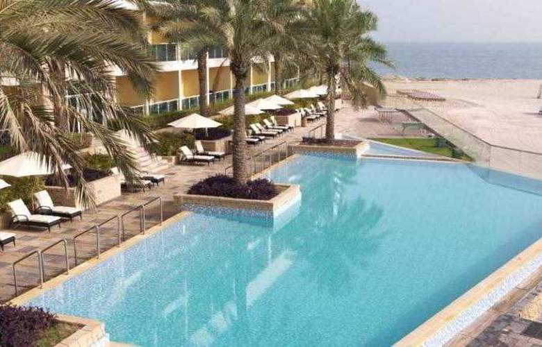 The Radisson Blu Resort Fujairah - Pool - 13