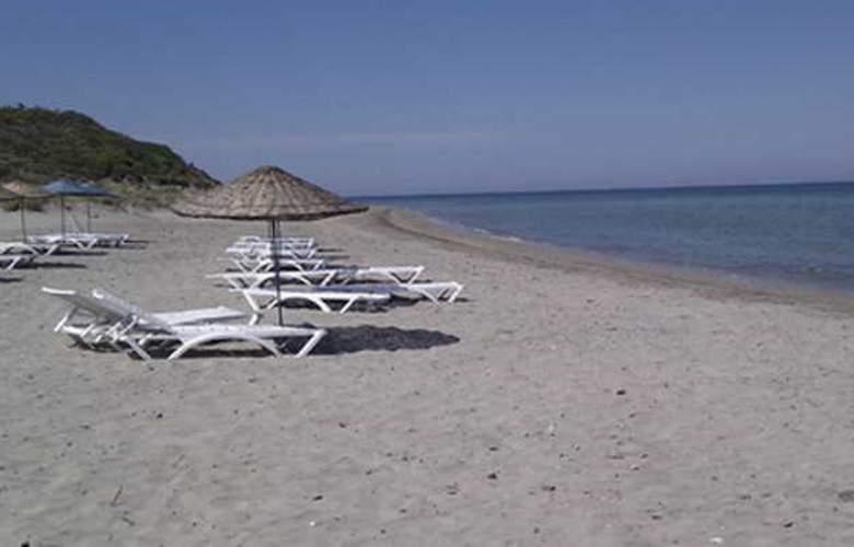 Kum Hotel - Beach - 17