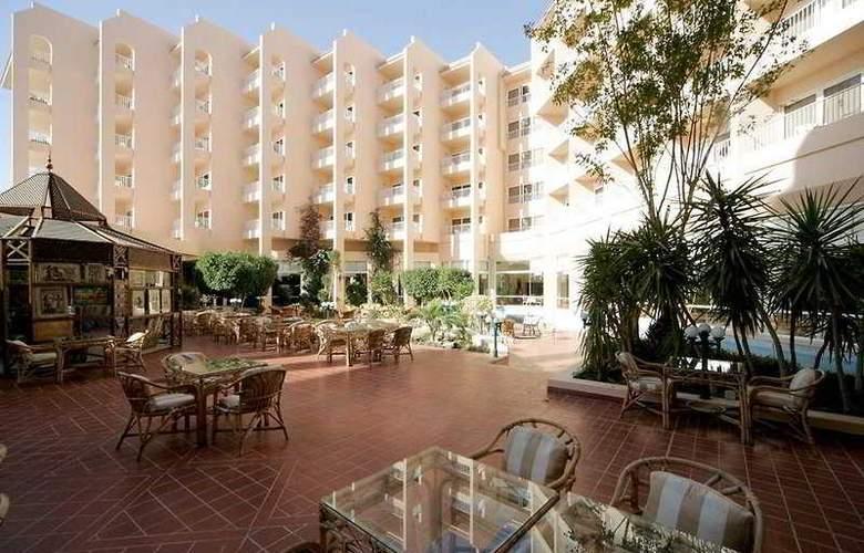 Hurghada Marriott Beach Resort - Terrace - 10