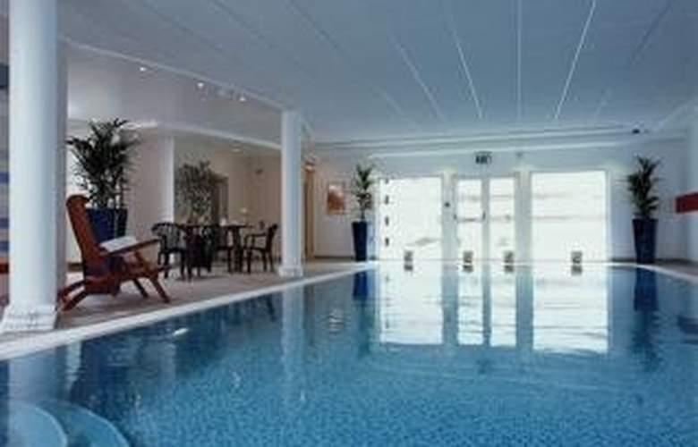Novotel Milton Keynes - Pool - 4