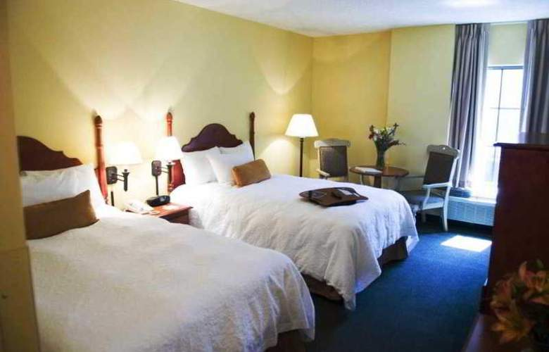 Hampton Inn & Suites Convention Ctr - Room - 8