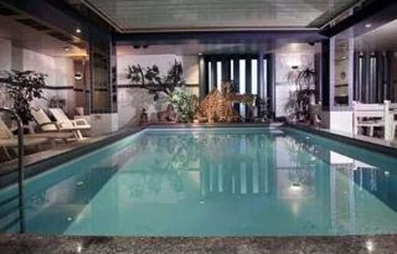Quality Hotel Bavaria - Pool - 1
