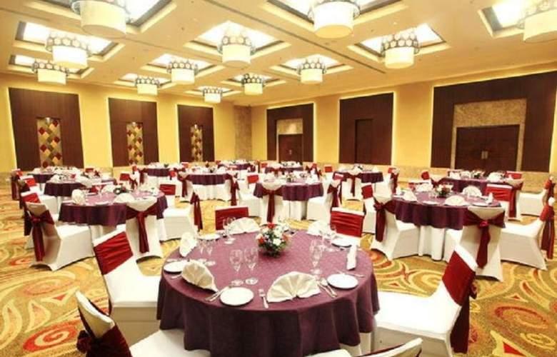 Radisson Blu Chennai City Centre - Restaurant - 4