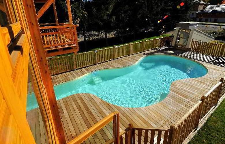 L'Adret - Pool - 9
