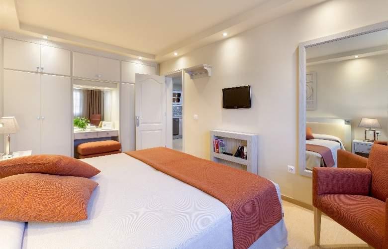 Club Ambassador Apartamentos - Room - 0
