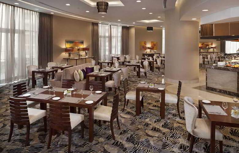 Crowne Plaza Doha West Bay - Restaurant - 6