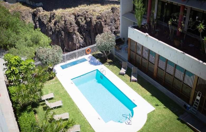 Hotel Escuela Santa Cruz - Pool - 20