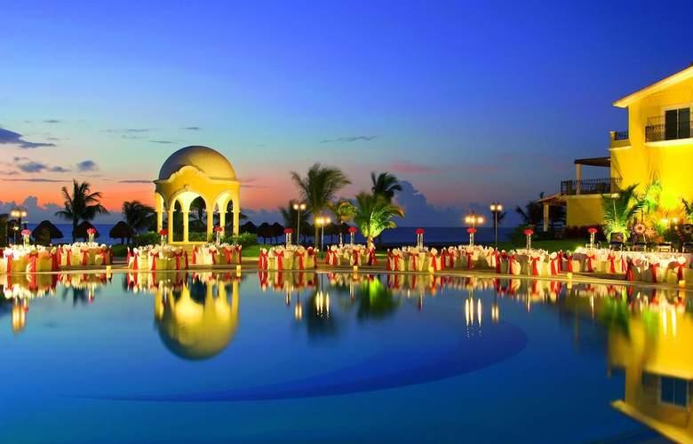 Secrets Capri Riviera Cancun  - Pool - 16